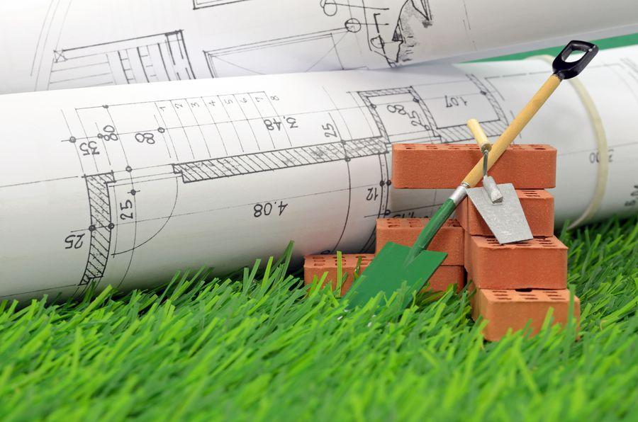 Plany oraz narzędzia budowlane niezbędne do wykonania fundamentu pod dom