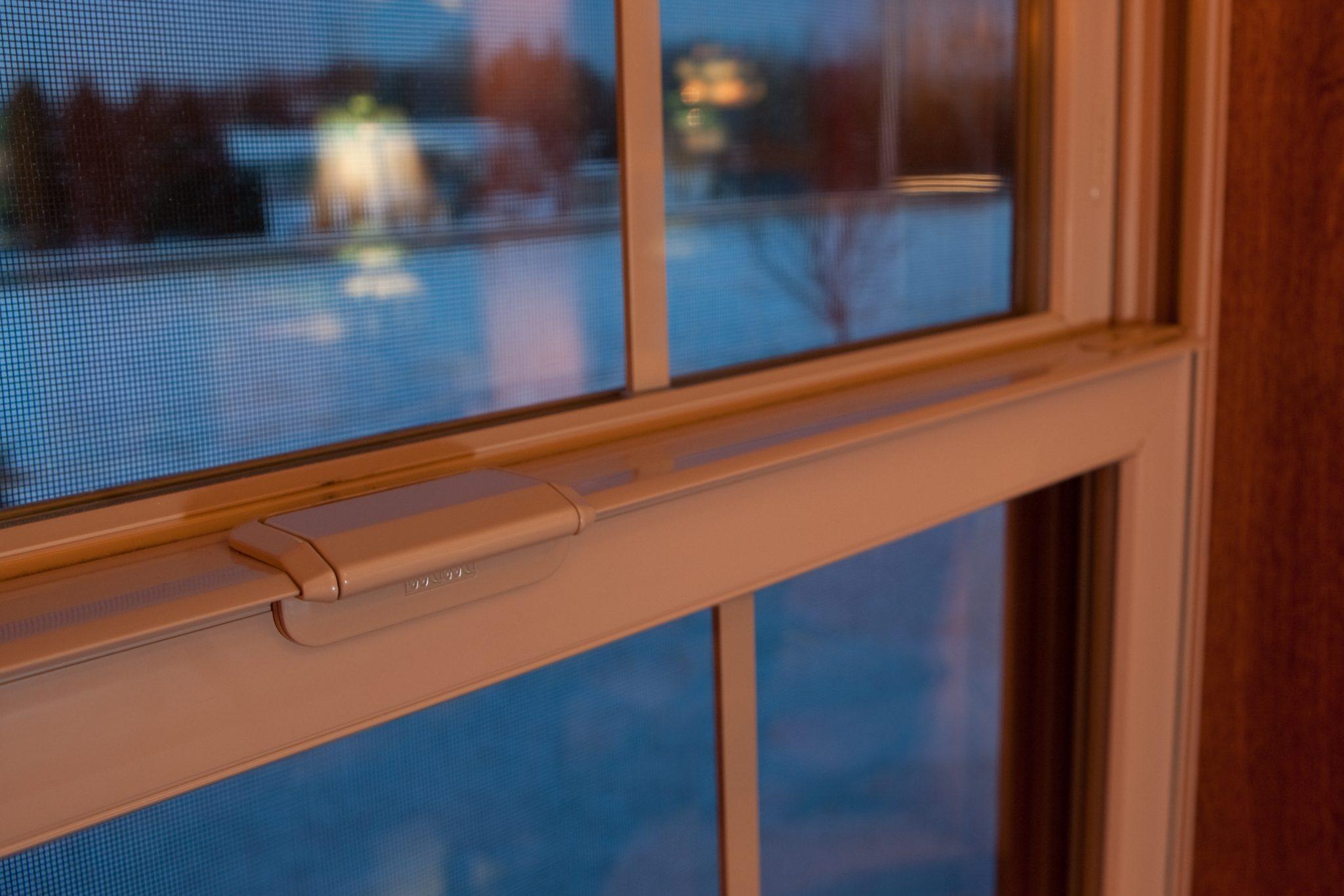 Uchylone drewniane okno
