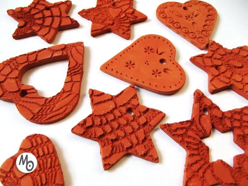 Piękne ozdoby świąteczne na choinkę z ceramiki