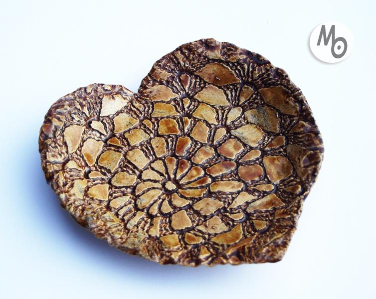 Mydelniczka w kształcie serca wykonana z ceramiki