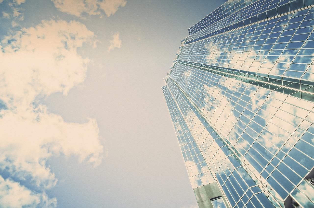 Wieżowiec ze szkła